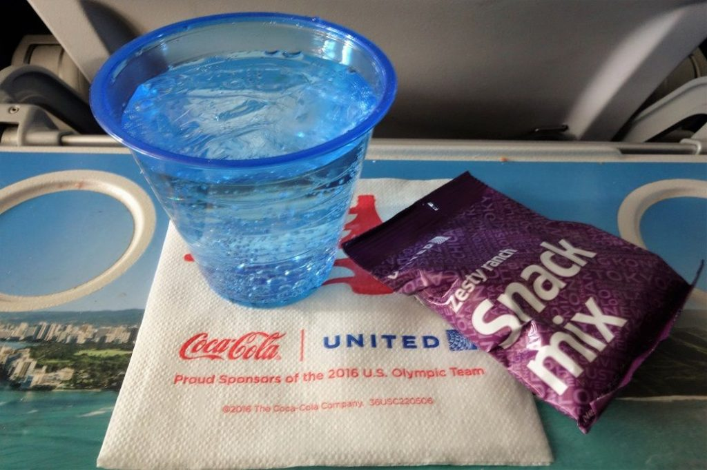 United Airlines Fleet Airbus A320-200 Premium Eco:Economy Plus Cabin Inflight Amenities beverage drinks and snacks services Photos