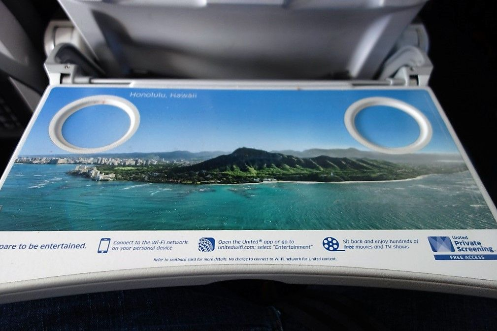 United Airlines Fleet Airbus A320-200 Premium Eco:Economy Plus Cabin Tray table Photos