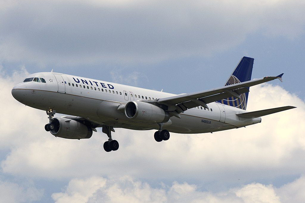United Airlines Fleet Airbus A320-200 reg. N485UA approaching Baltimore-Washington International Thurgood Marshall Airport