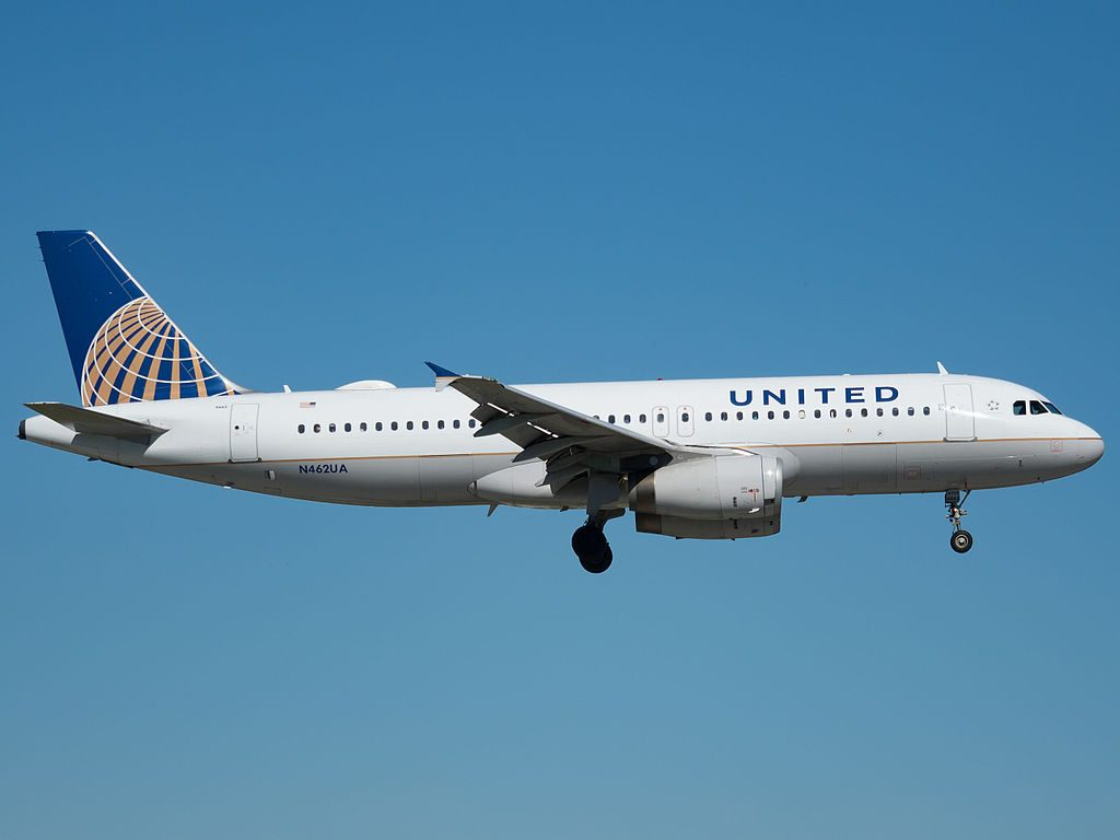 United Airlines Fleet Airbus A320-232 (N462UA) at Miami International Airport