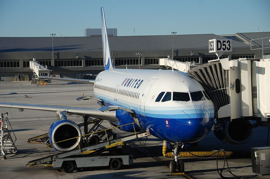 United Airlines Fleet Airbus A320-232; N483UA on boarding gate @LAS McCarran International Airport