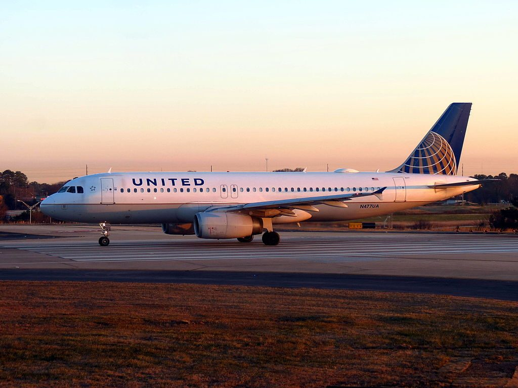 United Airlines Fleet N477UA Airbus A320-200 taxiing at Hartsfield-Jackson Atlanta International Airport