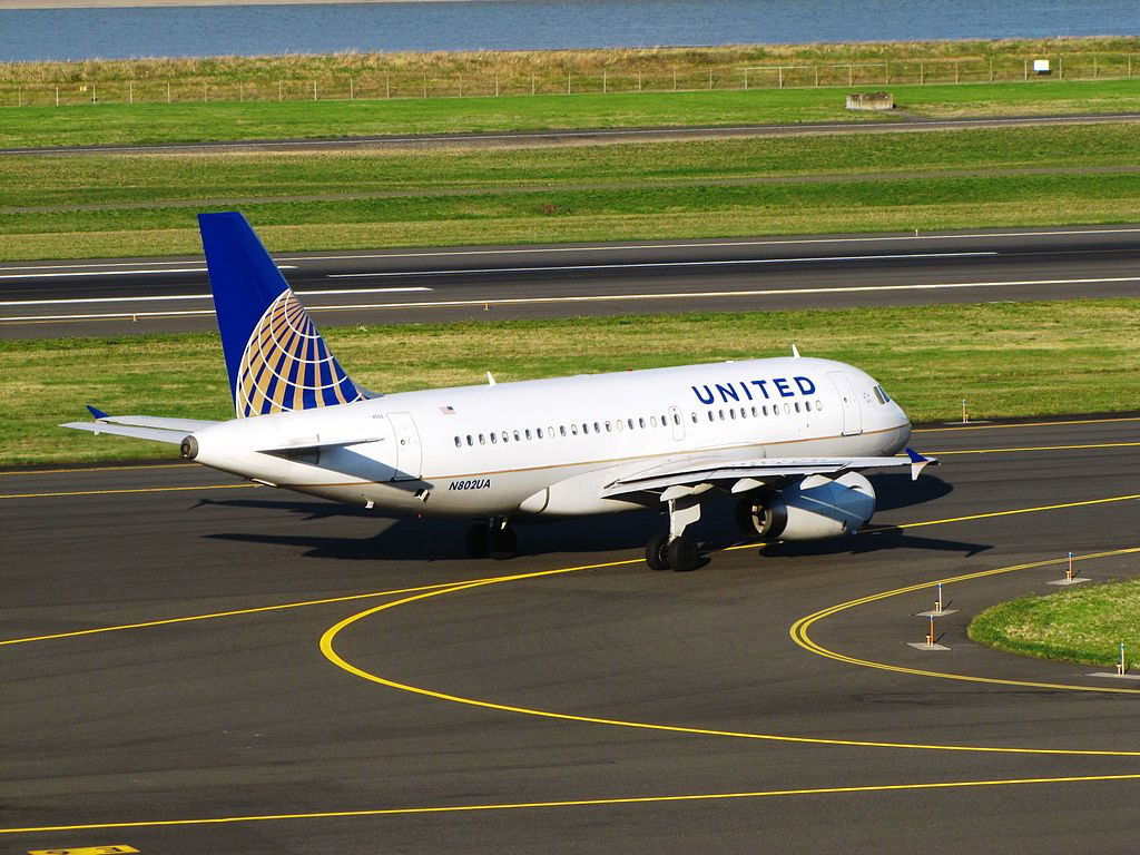 United Airlines Fleet N802UA Airbus A319-100 at Portland International Airport