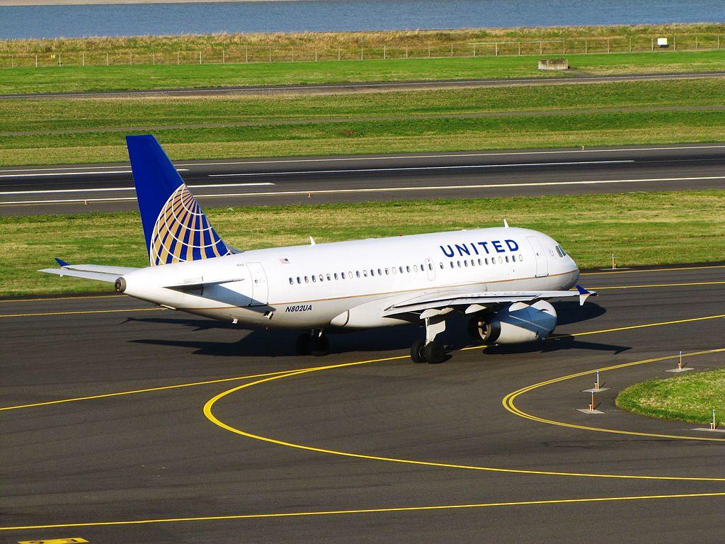 United Airlines Fleet N802UA Airbus A319-100 at Portland International Airport