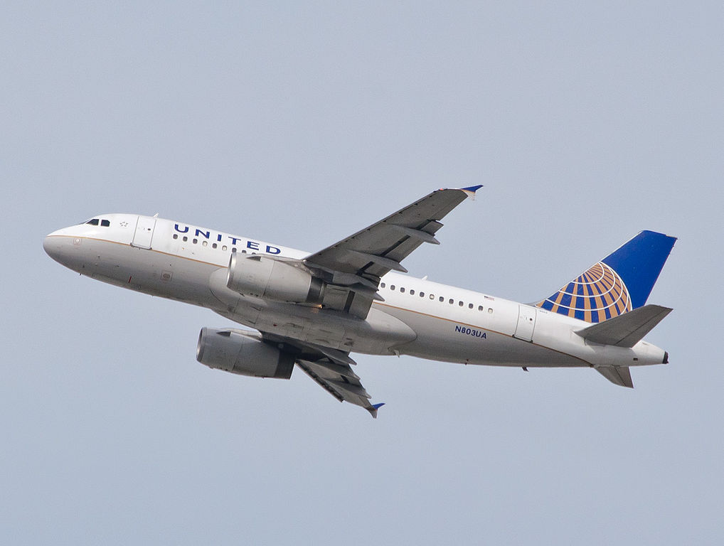 United Airlines Fleet N803UA Airbus A319-100 Departing to Denver as United 317