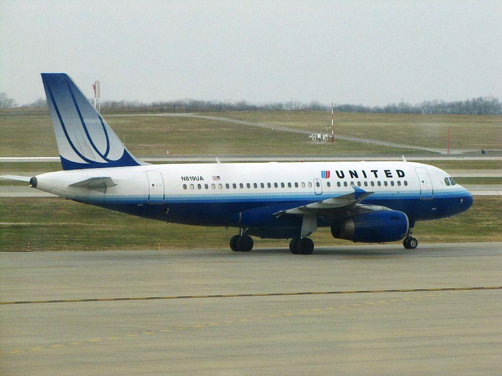 United Airlines Fleet N819UA Airbus A319-100 at Kansas City International Airport