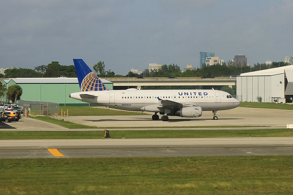 United Airlines Fleet N833UA Airbus A319 at Fort Lauderdale–Hollywood International Airport