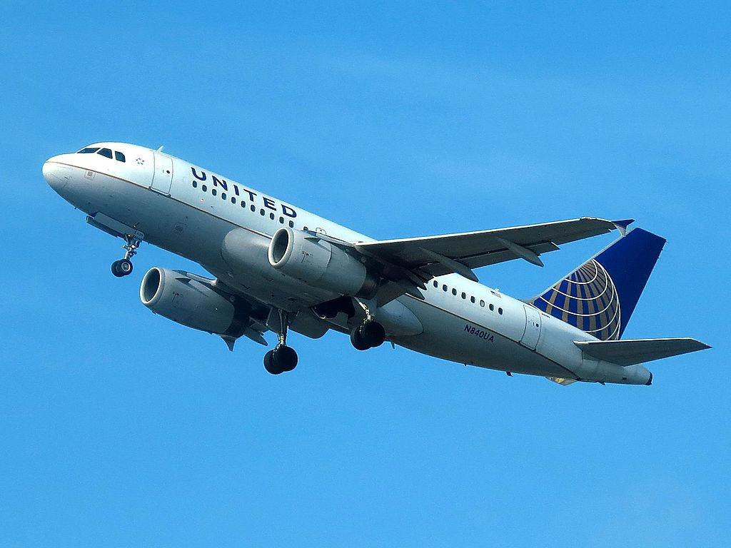 United Airlines Fleet N840UA Airbus A319-131 cn:serial number- 1522 on final approach at San Diego International Airport
