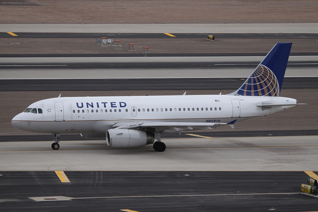 United Airlines Fleet N842UA Airbus A319-131 cn:serial number- 1569 taxiing at Phoenix Sky Harbor International