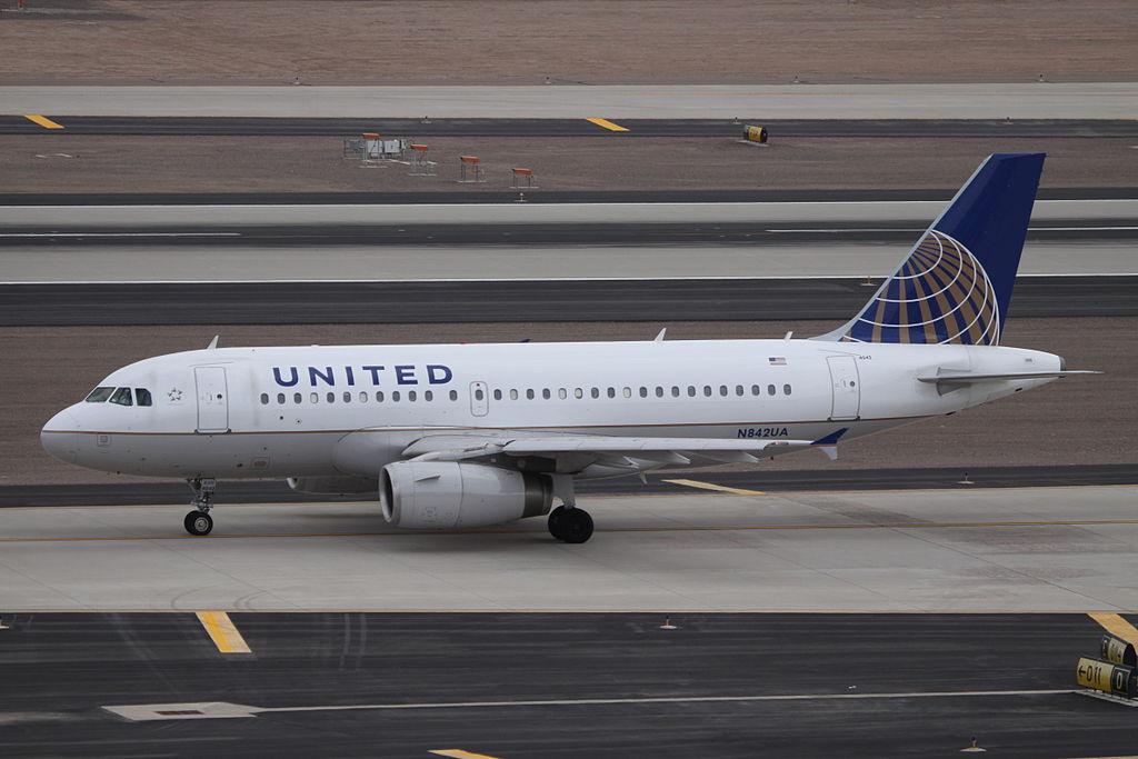 United Airlines Fleet N842UA Airbus A319-131 cn:serial number- 1569 taxiing at Phoenix Sky Harbor International