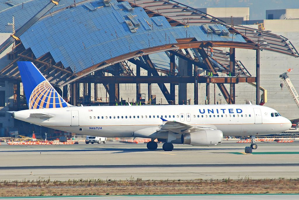 United Airlines Narrow Body Aircraft Airbus A320-232; N467UA taxiing @LAX Los Angeles International Airport