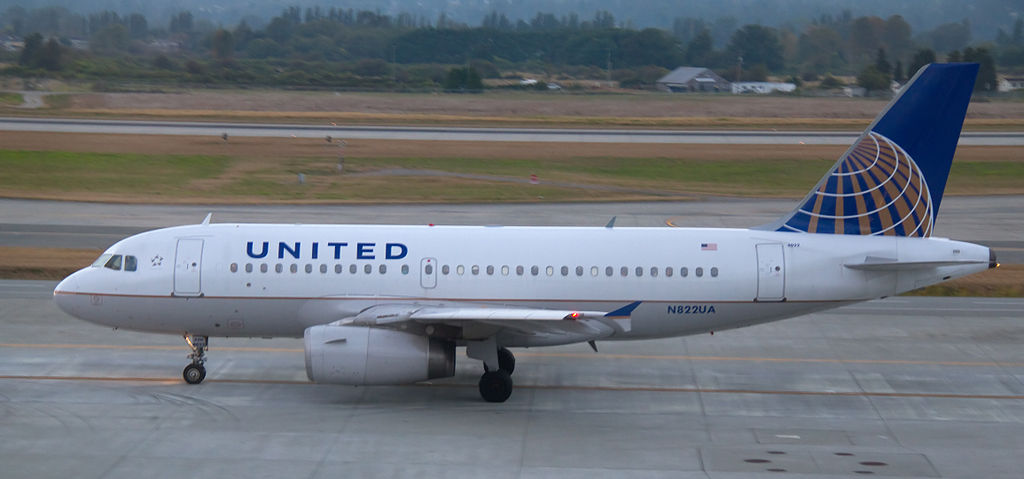 United Airlines Narrow Body Aircraft Fleet Airbus A319-131 N822UA Photos
