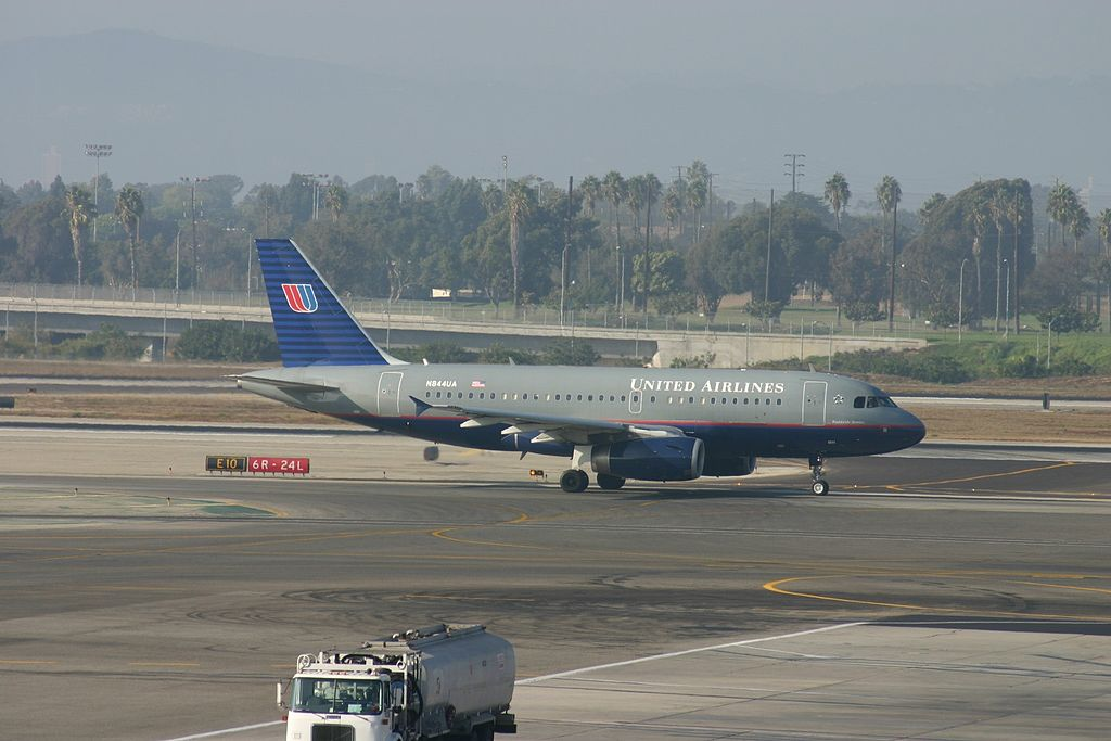 United Airlines Narrow Body Aircraft N844UA Airbus A319-131 cn:serial number- 1581 At Los Angeles International