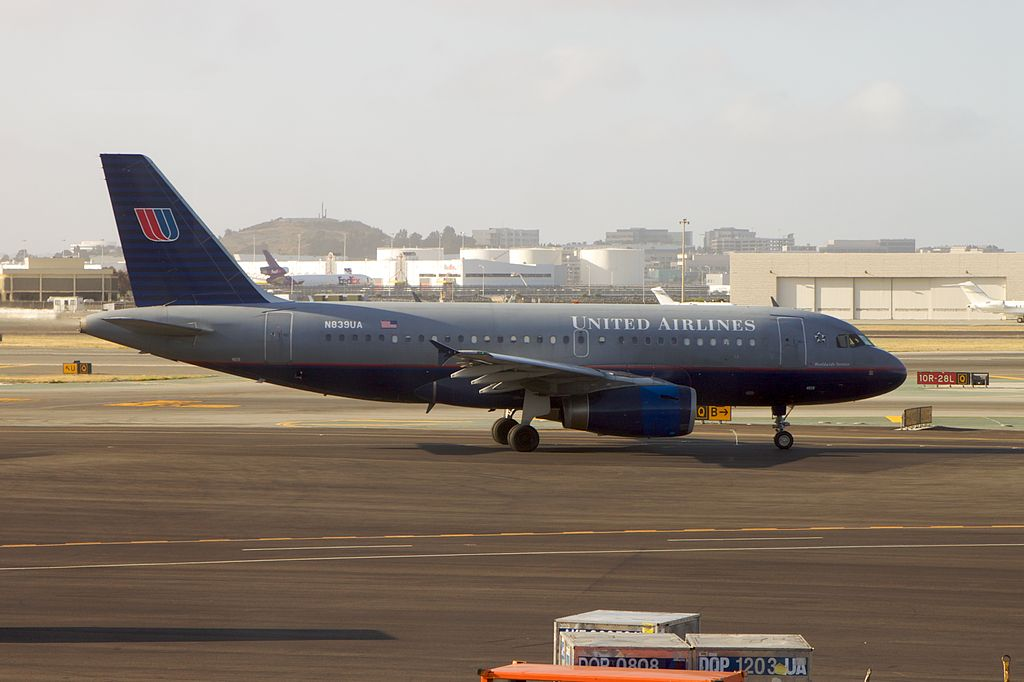 United Airlines UAL; Airbus A319-131 ; Registration- N839UA old livery colors at SFO San Francisco International Airport