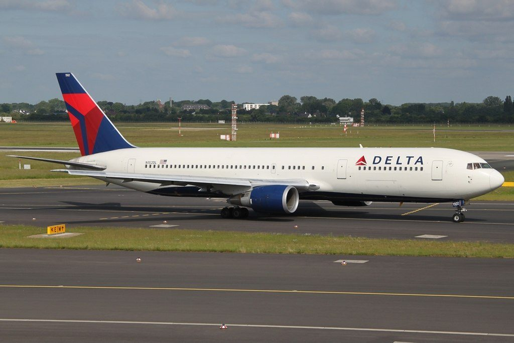 Widebody Aircraft Boeing 767-3P6(ER) Delta Air Lines Fleet N152DL Taxiing at DUS Düsseldorf (Duesseldorf International), Germany