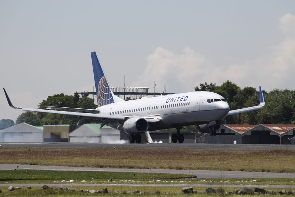 Boeing 737-824 cn:serial number- 28933:165 United Airlines Fleet N24224 (ex-Continental) landing at Guatemala La Aurora International