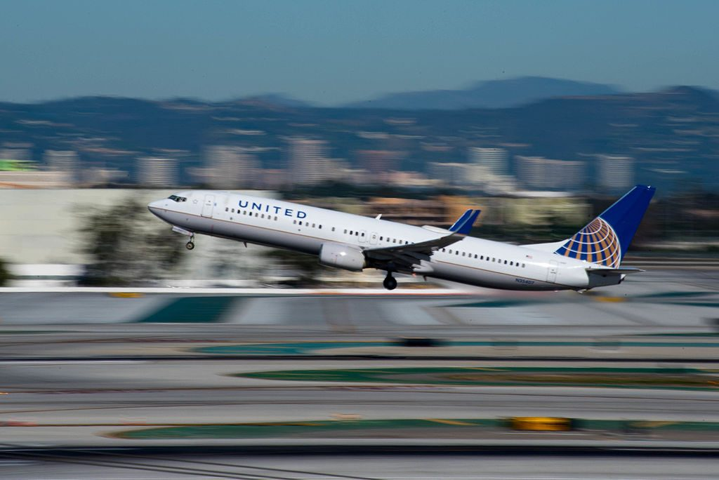 Boeing 737-924(w) 'N35407' United Airlines c:n 30124, l:n 951 landing and takeoff at LAX
