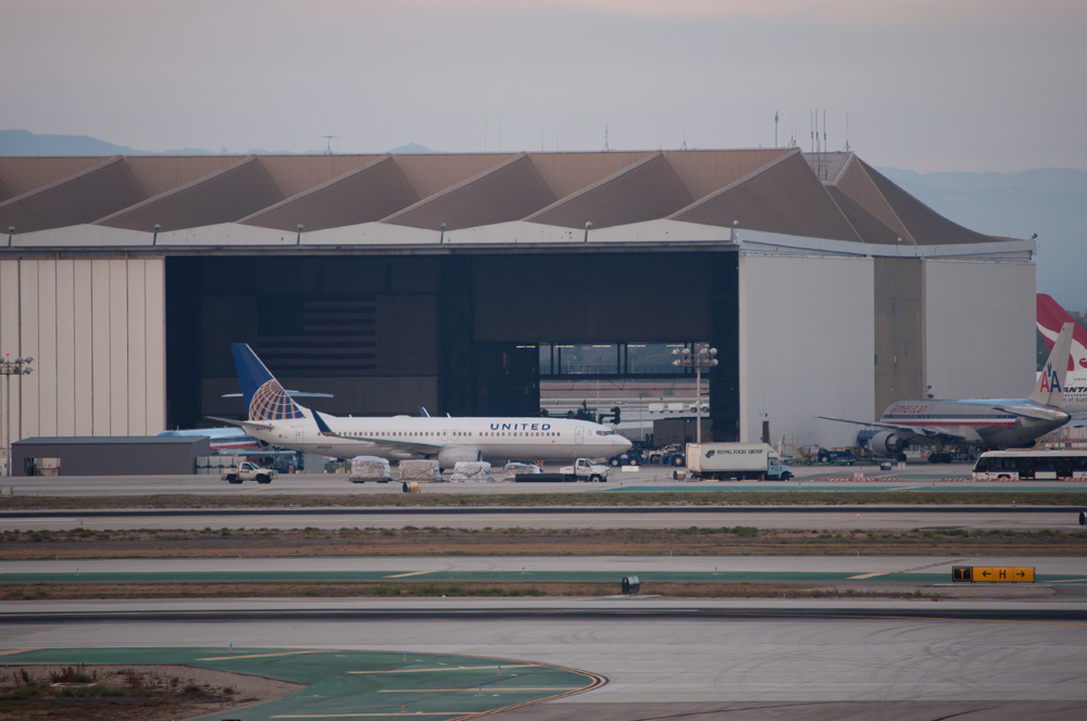 Continental aircraft with post-merger United titles - AKA Continited Let's Fly Together N78511, Boeing 737-800