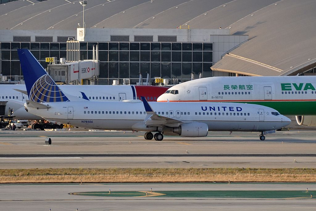 MSN 32832 LN 2065 B737-824 UNITED AIRLINES LAX AIRPORT EX CONTINENTAL AIRLINES