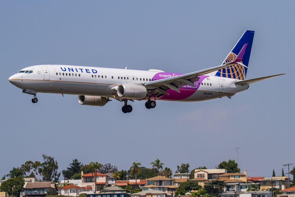 March of Dimes special Livery Colors N66848 - Boeing 737-924ER - United Airlines Aircraft Fleet