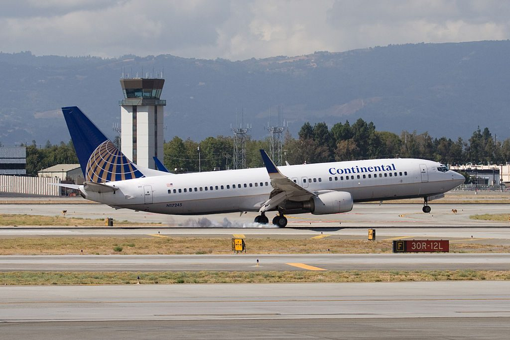 N17245 United Airlines Fleet (ex-Continental) Boeing 737-824 C-N 28955 landing at Norman Y. Mineta San Jose International Airport