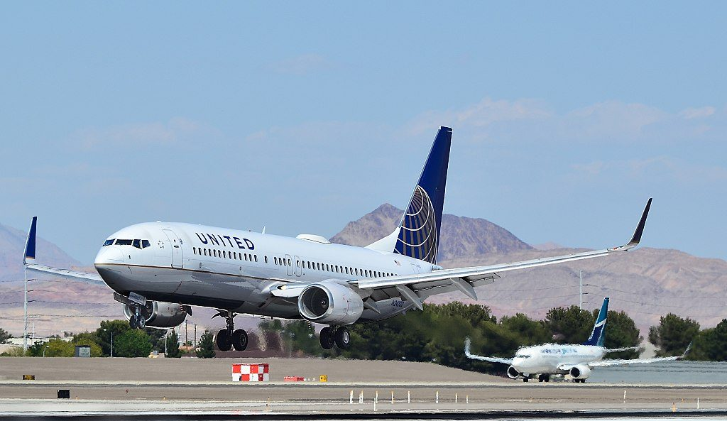 N24202 United Airlines Fleet (ex-Continental) Boeing 737-824 cn 30429 landing at Las Vegas - McCarran International Airport (LAS : KLAS) USA - Nevada