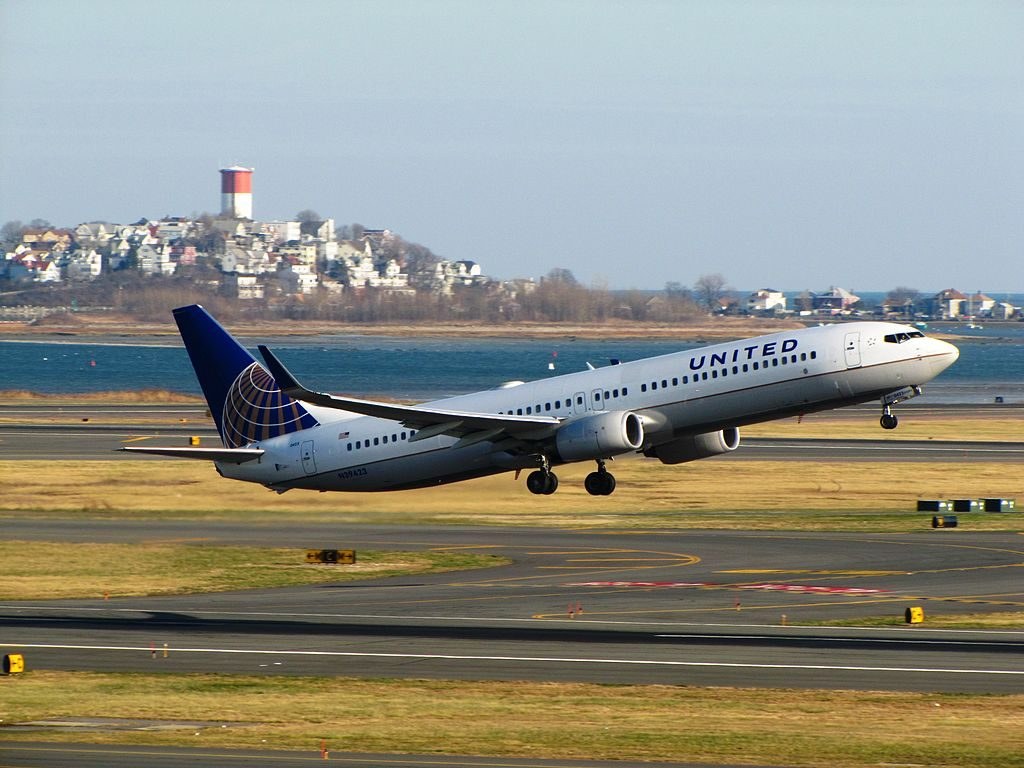 N39423 United Airlines Fleet Boeing 737-924(ER)(WL) landing and takeoff at General Edward Lawrence Logan International Airport