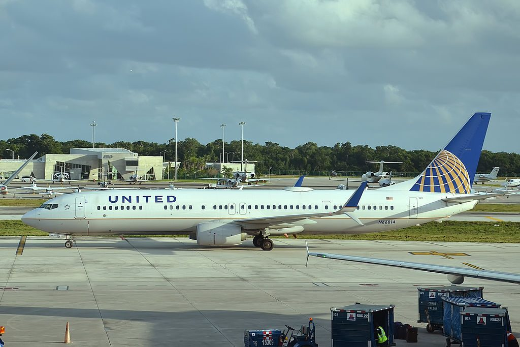 N66814 Boeing 737-924ER United Airlines Fleet taxiing at Cancún International Airport (IATA- CUN, ICAO- MMUN) Mexico