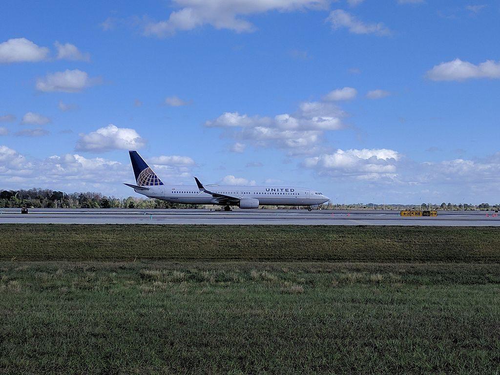 N69829 United Airlines Aircraft Fleet Narrow Body Boeing 737-900ER Photos