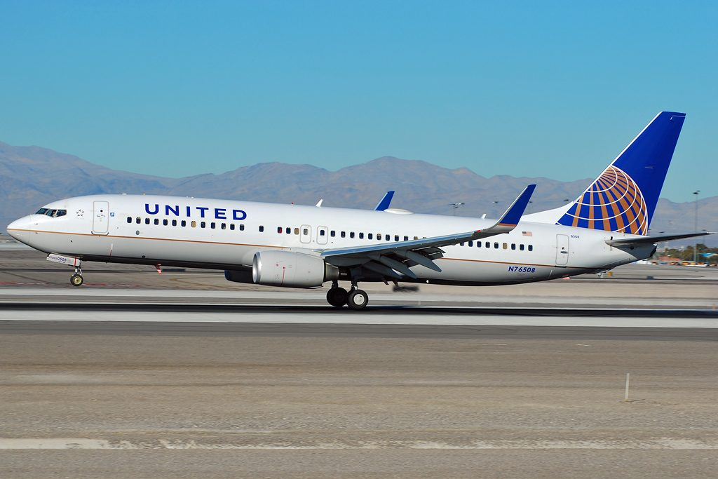 N76508 Boeing 737-800 winglets United Airlines Fleet landing at McCarran International Airport