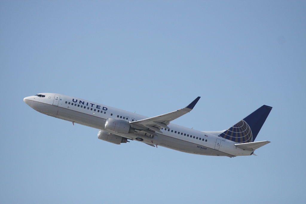 N78509 Boeing B.737-800WL United Airlines Fleet take off at Los Angeles International
