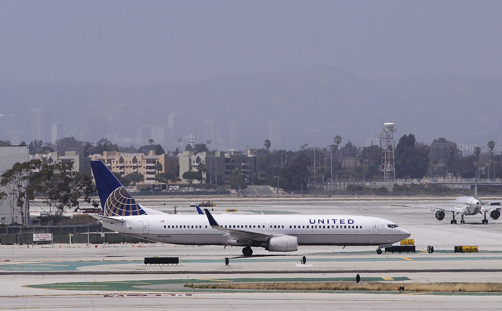 United 1212 arrives from San Francisco. N39415, Boeing 737-900ER (ex-Continental)