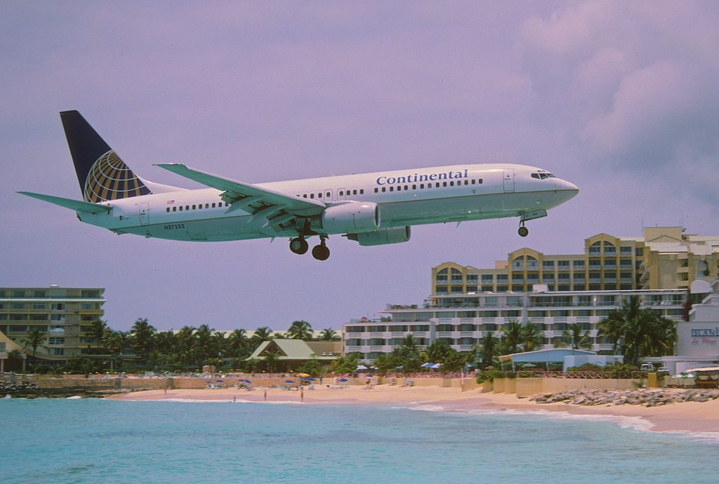 United Aircraft Fleet (ex-Continental Airlines) Boeing 737-824 N37253 landing at Princess Juliana International Airport (IATA- SXM, ICAO- TNCM)