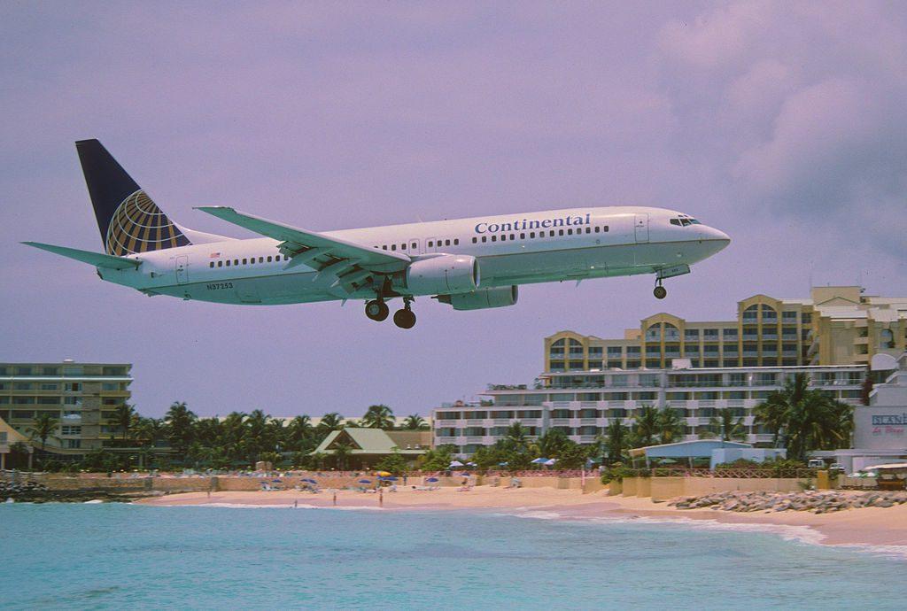 United Aircraft Fleet (ex-Continental Airlines) Boeing 737-824 N37253 landing at Princess Juliana International Airport (IATA- SXM, ICAO- TNCM)