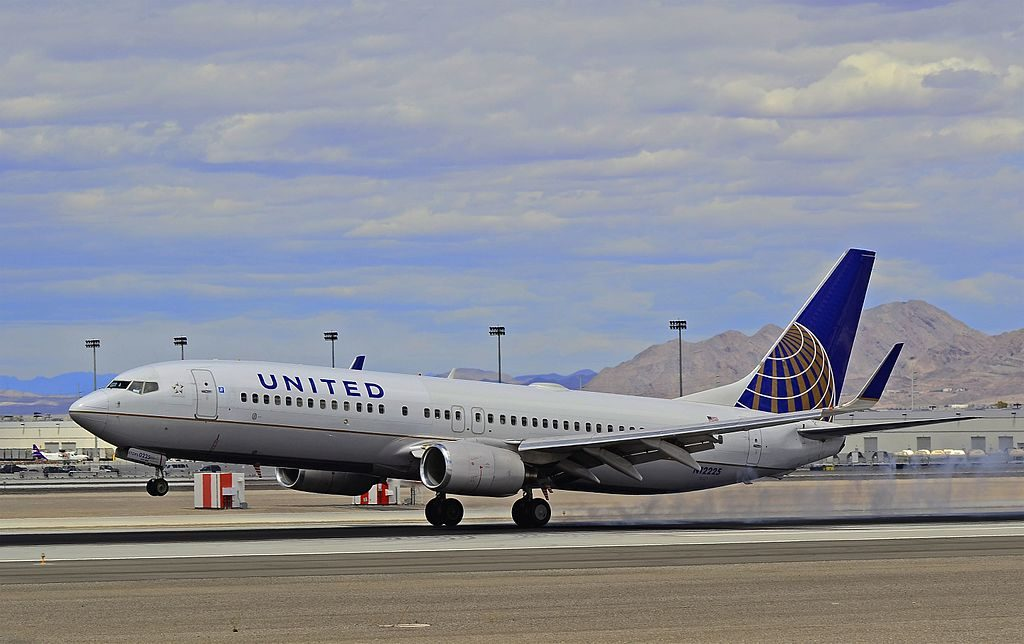 United Airlines Aircraft Fleet Boeing 737-824 N12225 landing at Las Vegas - McCarran International (LAS : KLAS) USA - Nevada