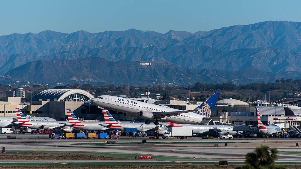United Airlines Aircraft Fleet Boeing 737-824(WL) N37287 departure LAX Airport
