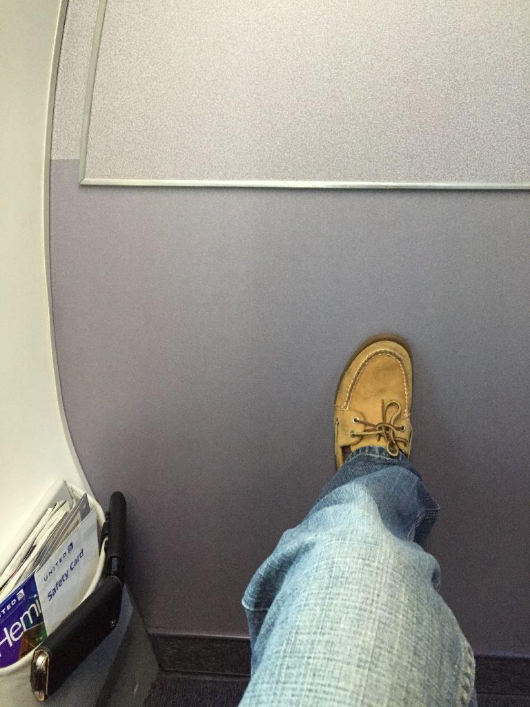 United Airlines Aircraft Fleet Boeing 737-900ER Business:First Class Cabin Bulkhead Seats Photos