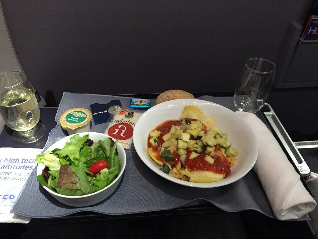 United Airlines Aircraft Fleet Boeing 737-900ER Business:First Class Cabin Inflight Amenities Breakfast:Lunch:Dinner meal menu option