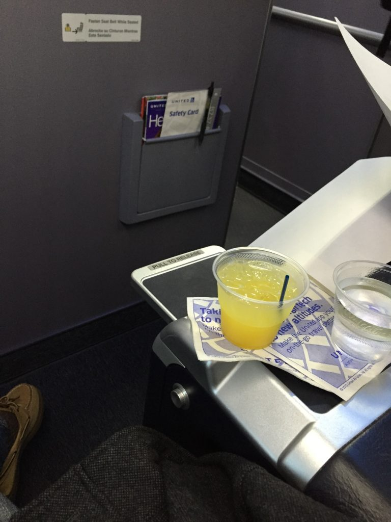 United Airlines Aircraft Fleet Boeing 737-900ER Business:First Class Pre-Departure Drinks Vodka and Orang Juice Services