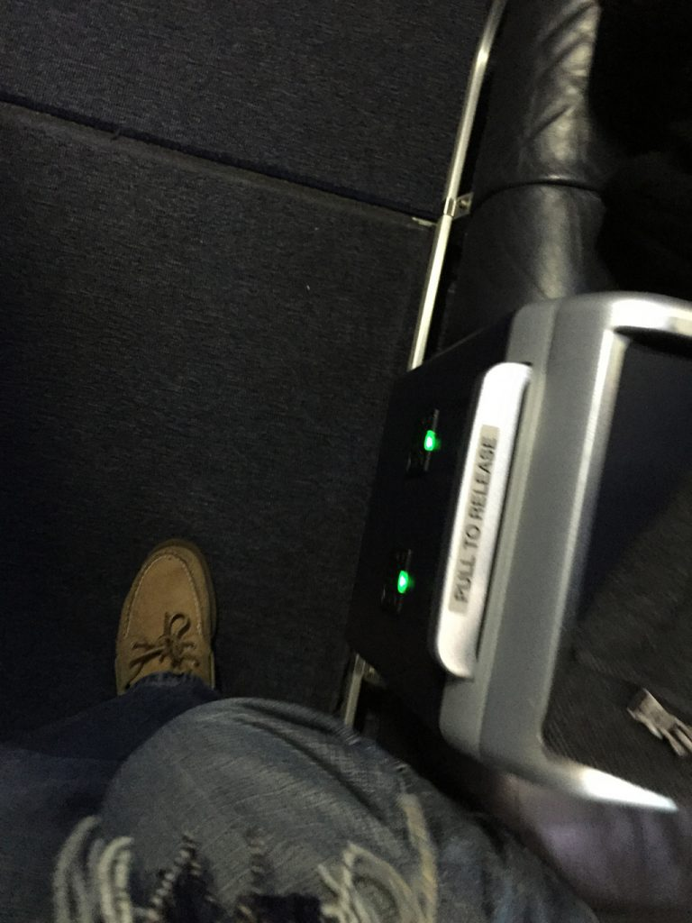 United Airlines Aircraft Fleet Boeing 737-900ER Business:First Class Seats Power Port Outlet Photos