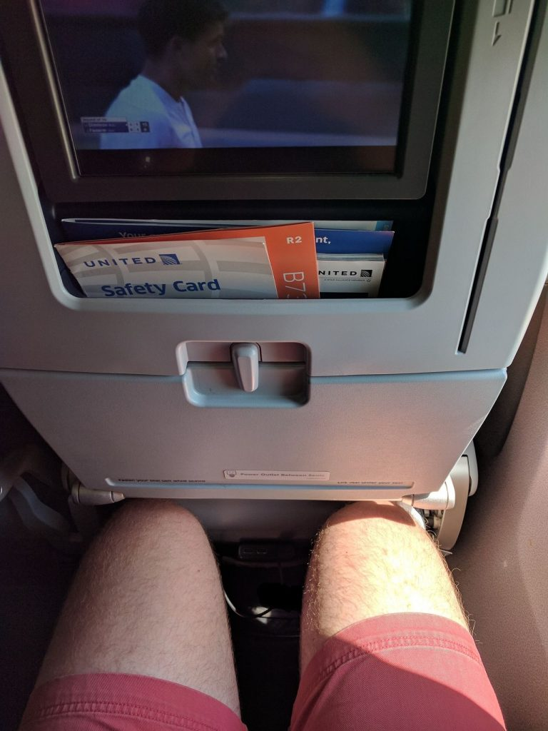 United Airlines Aircraft Fleet Boeing 737-900ER Economy Class Cabin Seats Pitch Legroom Photos