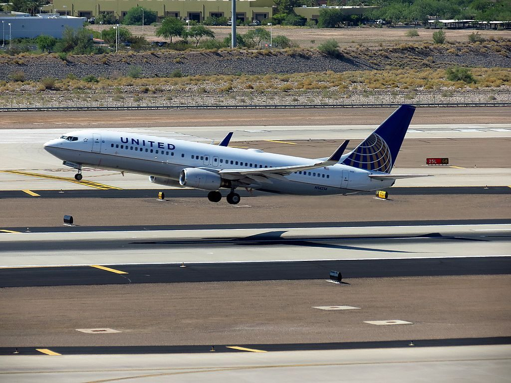 United Airlines Aircraft Fleet N14214 Boeing 737-800(w) landing and takeoff at Phoenix Sky Harbor International Airport