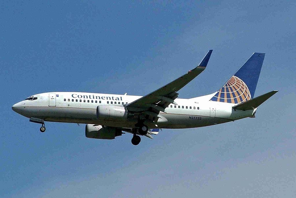 United Airlines Aircraft Fleet N27722 (ex Continental Airlines) Boeing 737-724 cn:serial number- 28789:247 winglets final approach at Vancouver International Airport