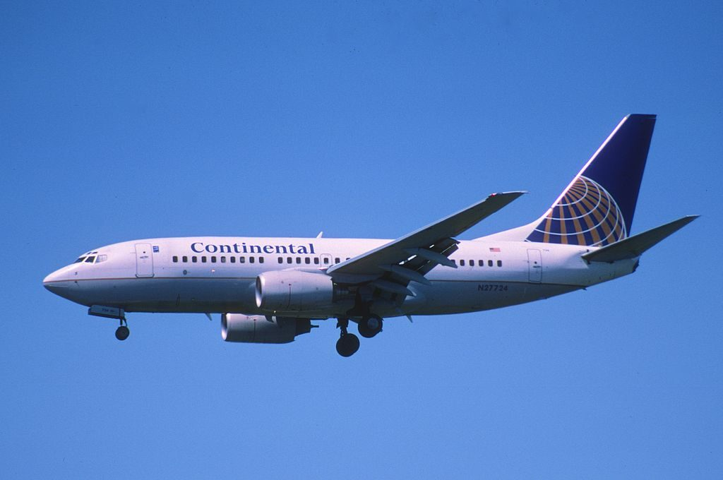 United Airlines Aircraft Fleet N27724 (ex Continental Airlines) Boeing 737-724 cn:serial number- 28791:283 final approach at LAX
