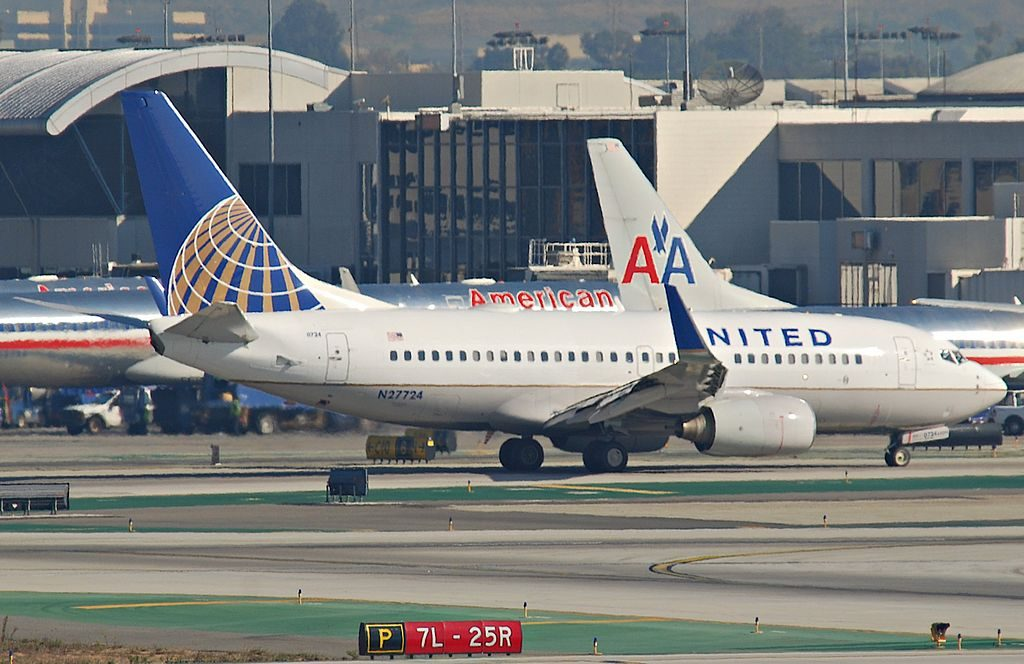United Airlines Aircraft Fleet N27724 (ex Continental Airlines) Boeing 737-724 winglets cn:serial number- 28791:283 taxiing at LAX airport