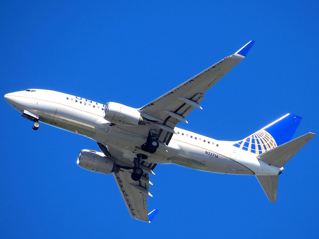 United Airlines Aircraft Fleet N33714 (ex Continental Airlines) Boeing 737-724 winglets cn:serial number- 28785:119 on final at Chicago O'Hare International Airport