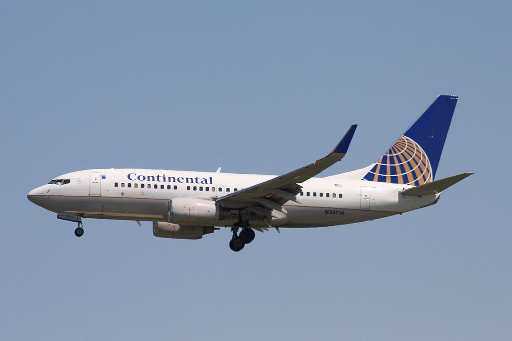 United Airlines Aircraft Fleet N33714 (ex Continental Airlines) Boeing 737-724 winglets cn:serial number- 28785:119 on final at Vancouver International Airport