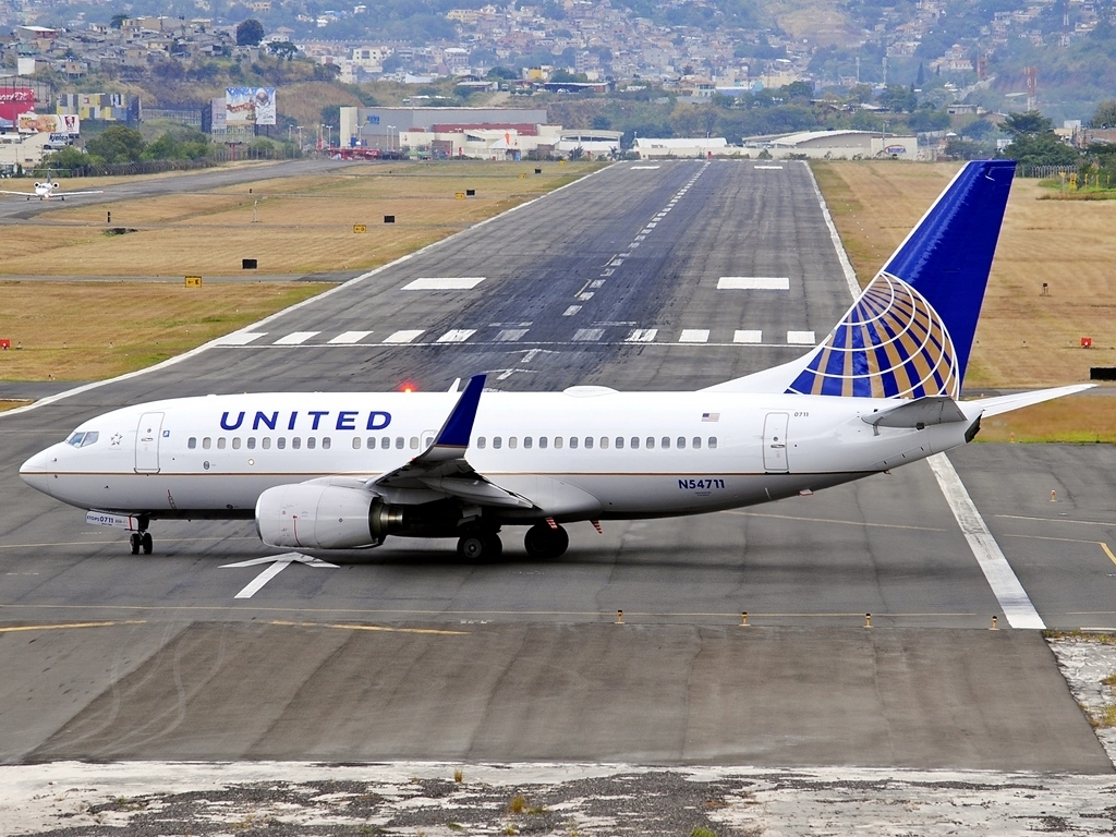 United Airlines Aircraft Fleet N54711 (ex Continental Airlines) Boeing 737-724 winglets cn:serial number- 28782:97 Tegucigalpa Toncontin Int'l - MHTG, Honduras
