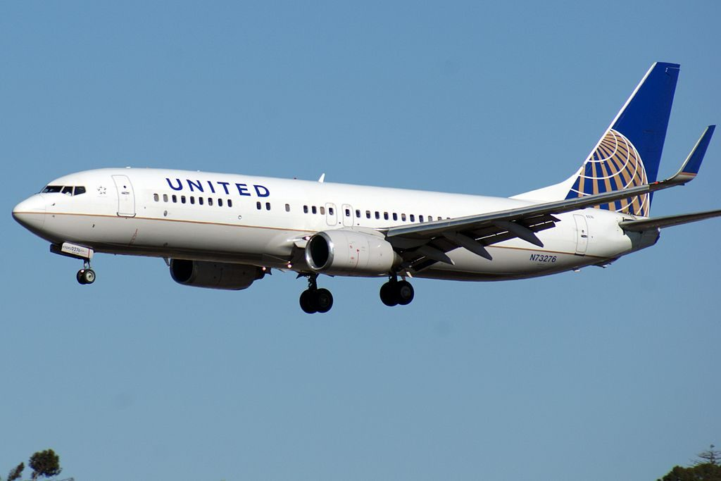 United Airlines Aircraft Fleet N73276 Boeing 737-800 winglets from Houston (IAH) landing at San Diego KSAN