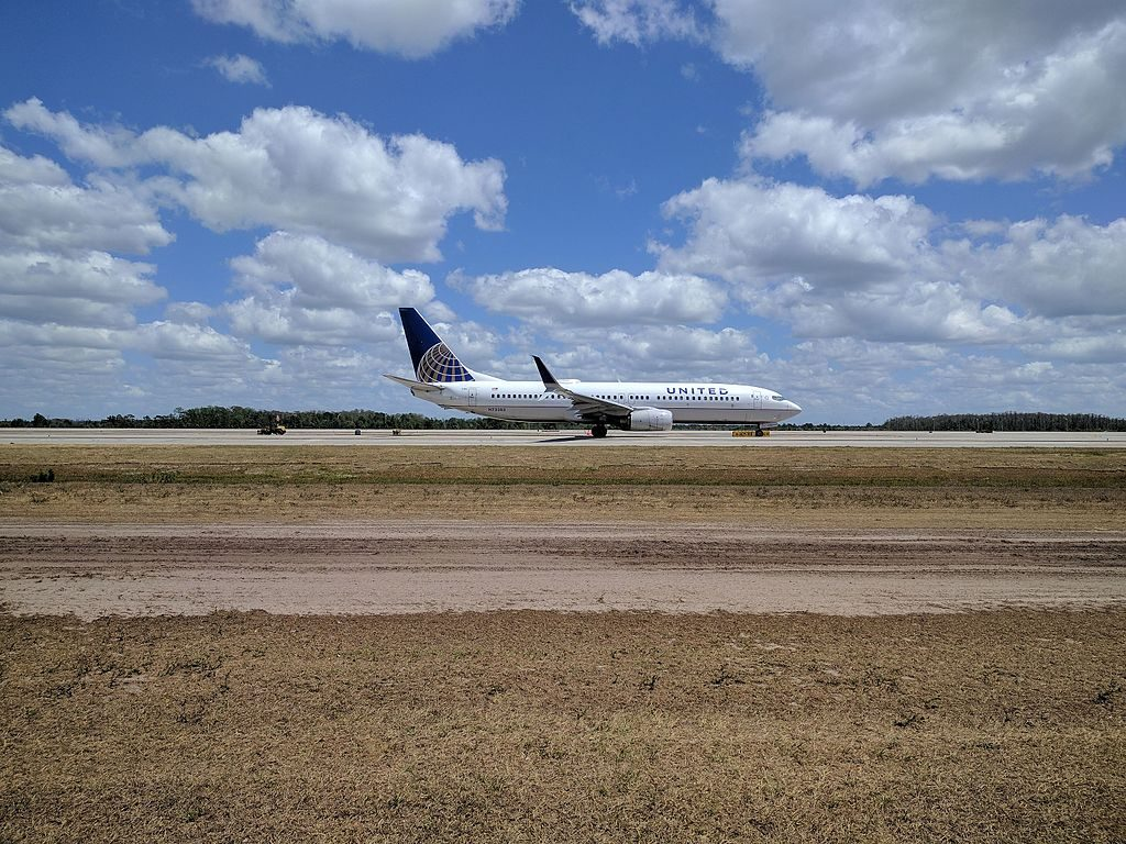 United Airlines Aircraft Fleet N73283 (ex-Continental) Boeing 737-800 winglets taxiing on runway